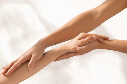 Как в домашних условиях осветлить волосы на руках