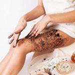 Скрабирование кожи перед шугарингом