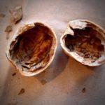 Удаление волос скорлупой грецкого ореха