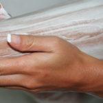 Удобное использование крема для депиляции