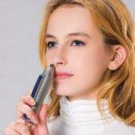 Стрижка волос в носу с помощью триммера